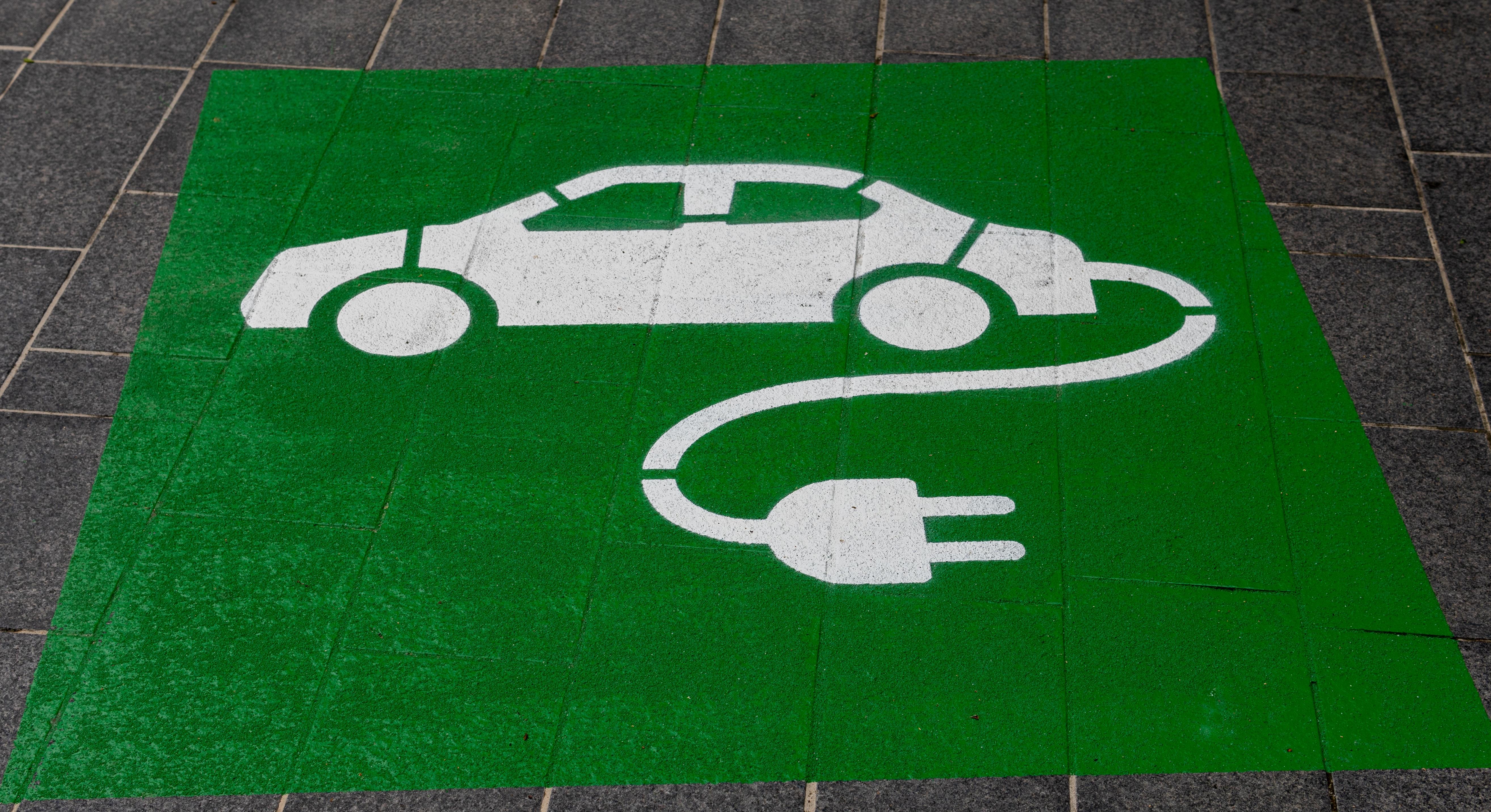 Oktobra so slovenski avtomobilistični trg zaznamovali električni avtomobili